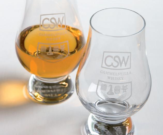 Whiskyglas med vår logotype.